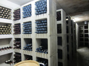 Drie Dona wine library